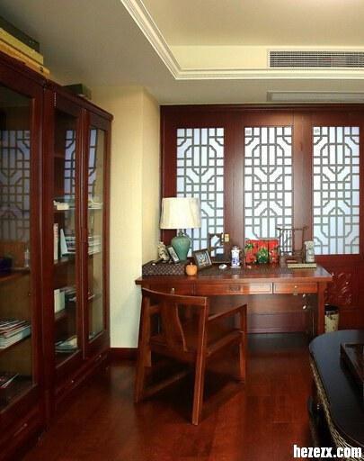 书房木地板装修 深色实木地板有质感